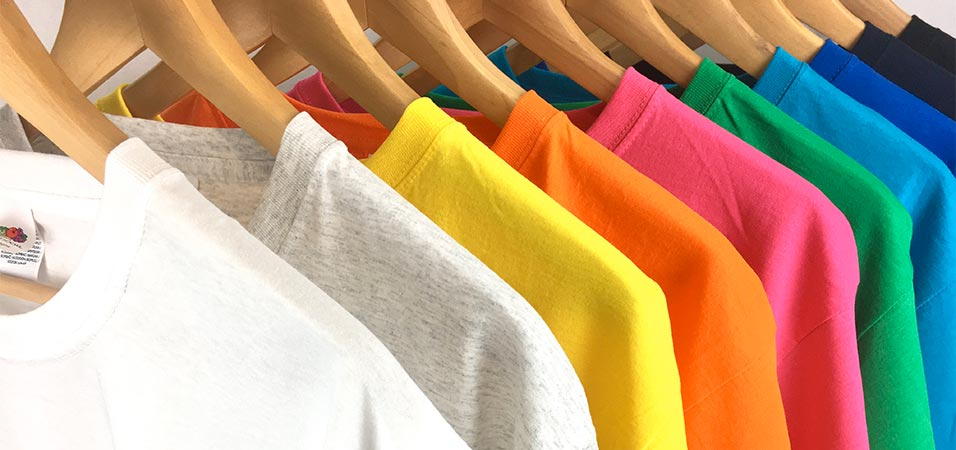 Camisetas bordadas con manga corta o larga en diferentes colores y materiales