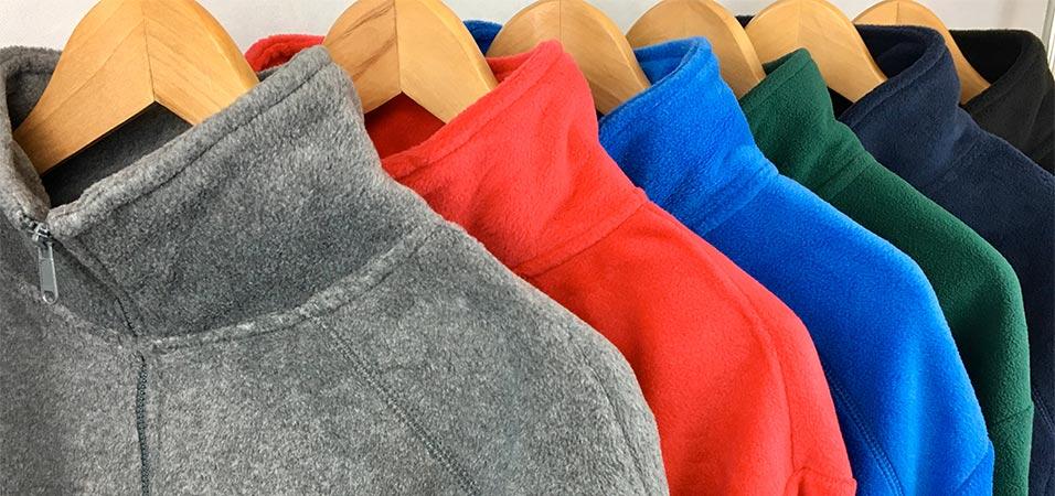 Forros polares bordados en diferentes colores con cremallera media o entera
